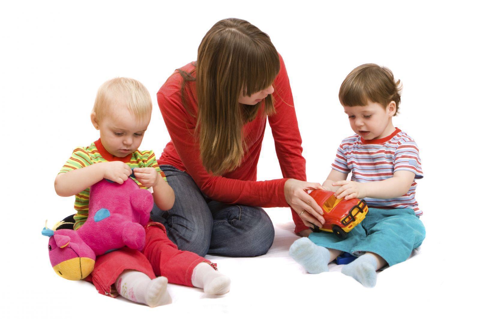 برای آموزش کودکتان به انجام تعاملات بیشتر و طولانی تر نخست باید به وی کمک کنید تا به شما توجه کند