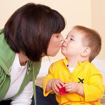 آموزش جهت  تداوم ارتباط چشمی در کودکان اتیستیک