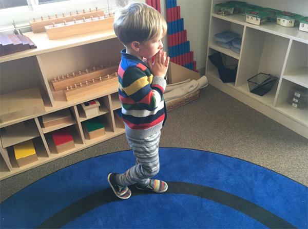 راه رفتن روی یک خط-افزایش توجه و تمرکز کودکان